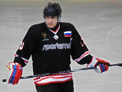 Премьер-министр Михаил Мишустин на хоккейном матче. Фото: bookmaker-ratings.kz