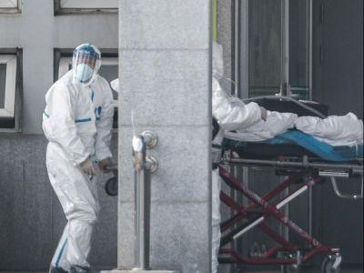 Транспортировка больного с подозрением на коронавирус. Фото: CNN, Getty Images