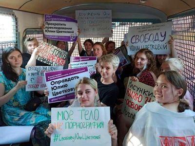 Задержанные в Москве после пикетов в поддержку ЛГБТ-активистки Юлии Цветковой . Фото: телеграм-канал СоцФемАльтернативы
