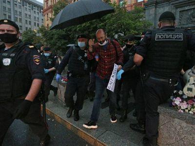 Илья Азар (в центре). Фото: Гавриил Григоров/ТАСС